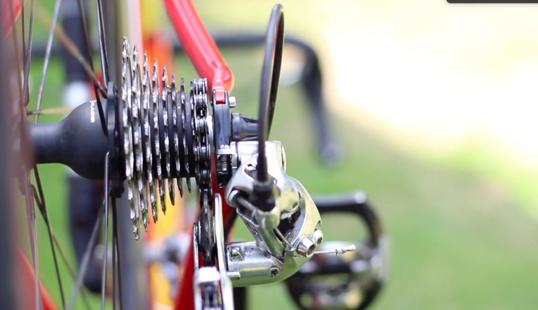 Regulacja przerzutki w rowerze